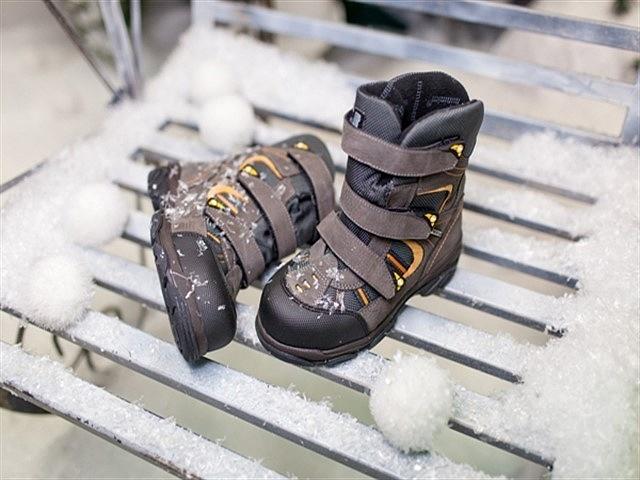 Как выбрать зимнюю обувь ребенку: лучшие модели