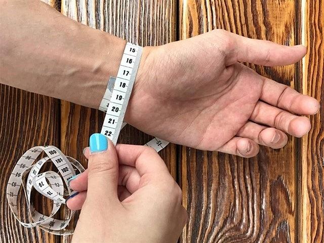 удобный способ, как узнать размер браслета на руку