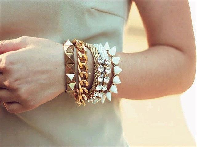 Размер женского браслета на руку: способы определения