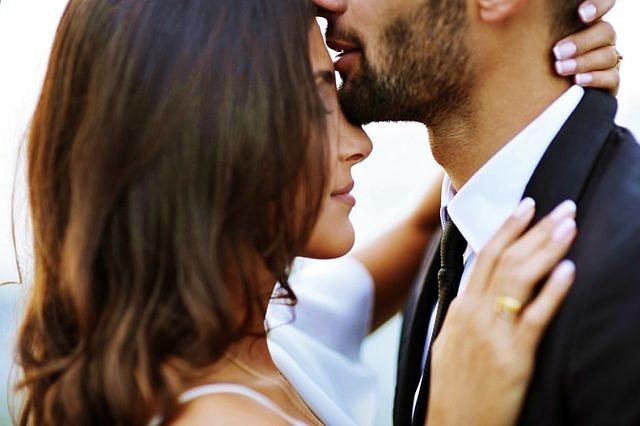 У мужчины вырабатывается сексуальный рефлекс на свою женщину